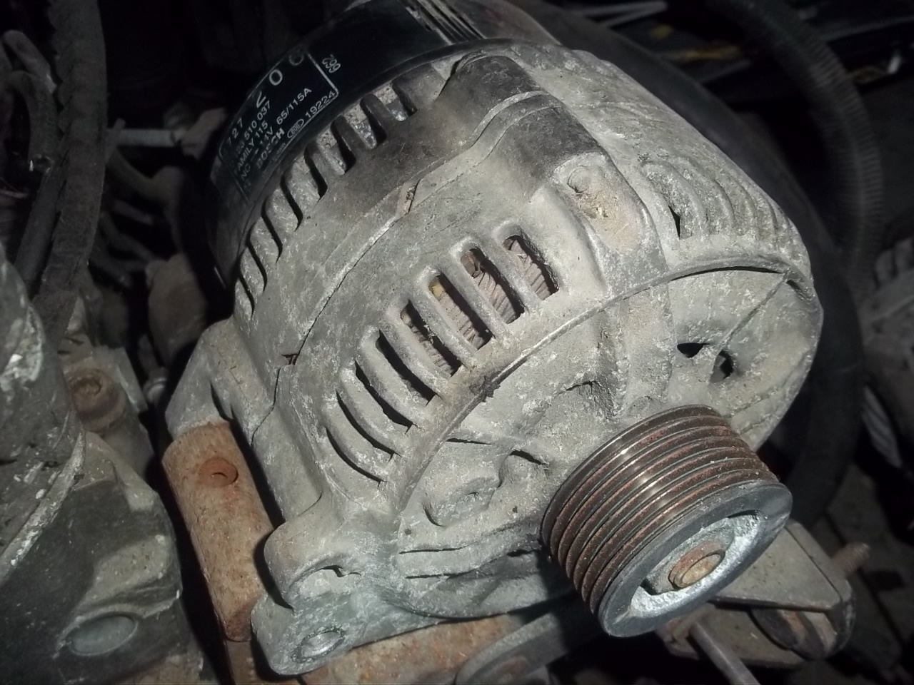 Alternator Chrysler Voyager 2.5 TD, Dodge Caravan 2.5 TD cod 0123510037