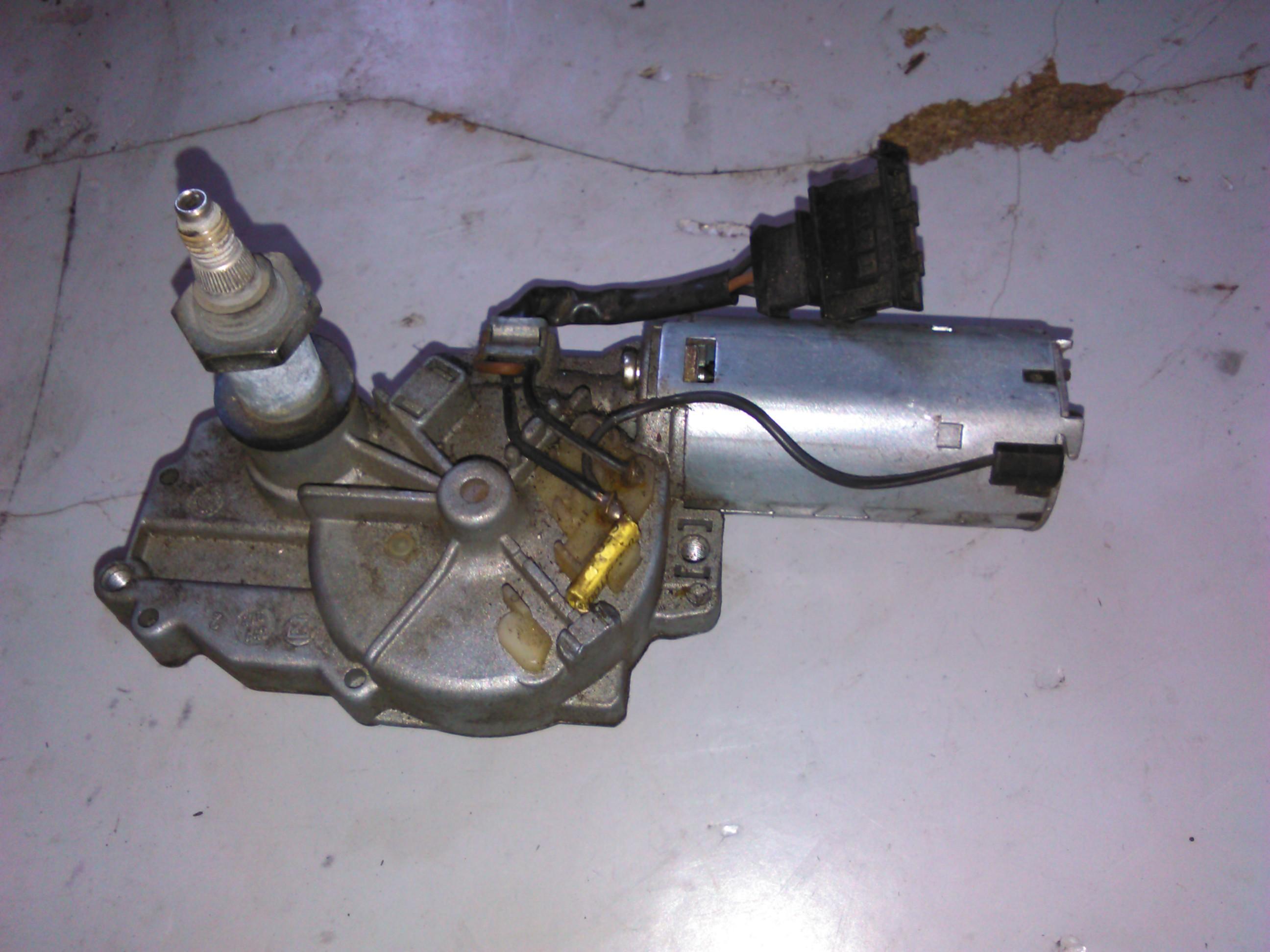 Motoras stergator haion Vw Polo 6n cod 6n0955711a