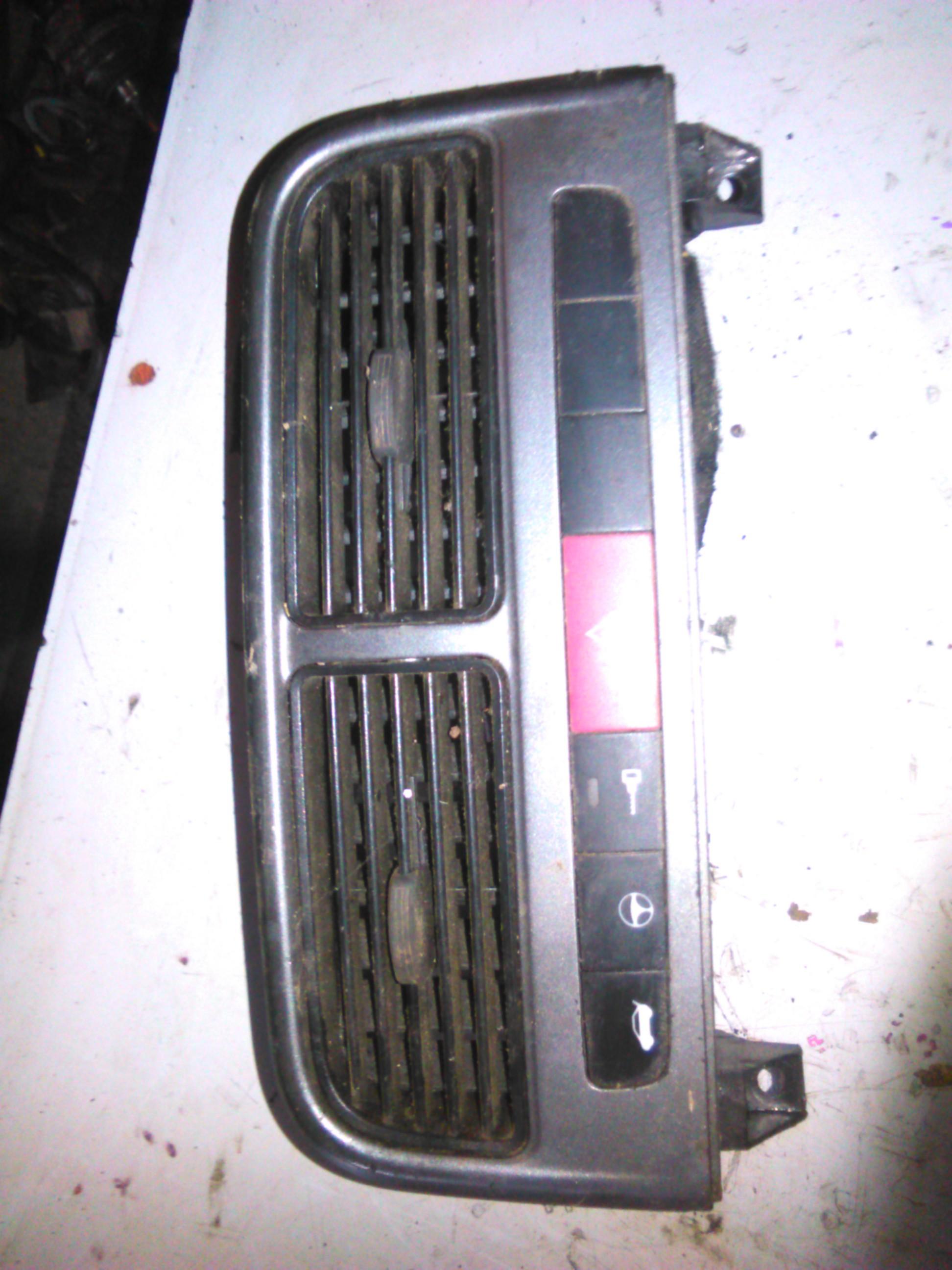 Grila bord Fiat Grande Punto cod 735416324
