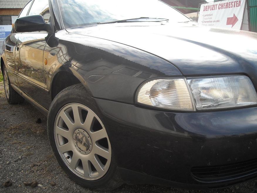 Dezmembrez Audi A4 1.8 benzina din 1997 bloc motor