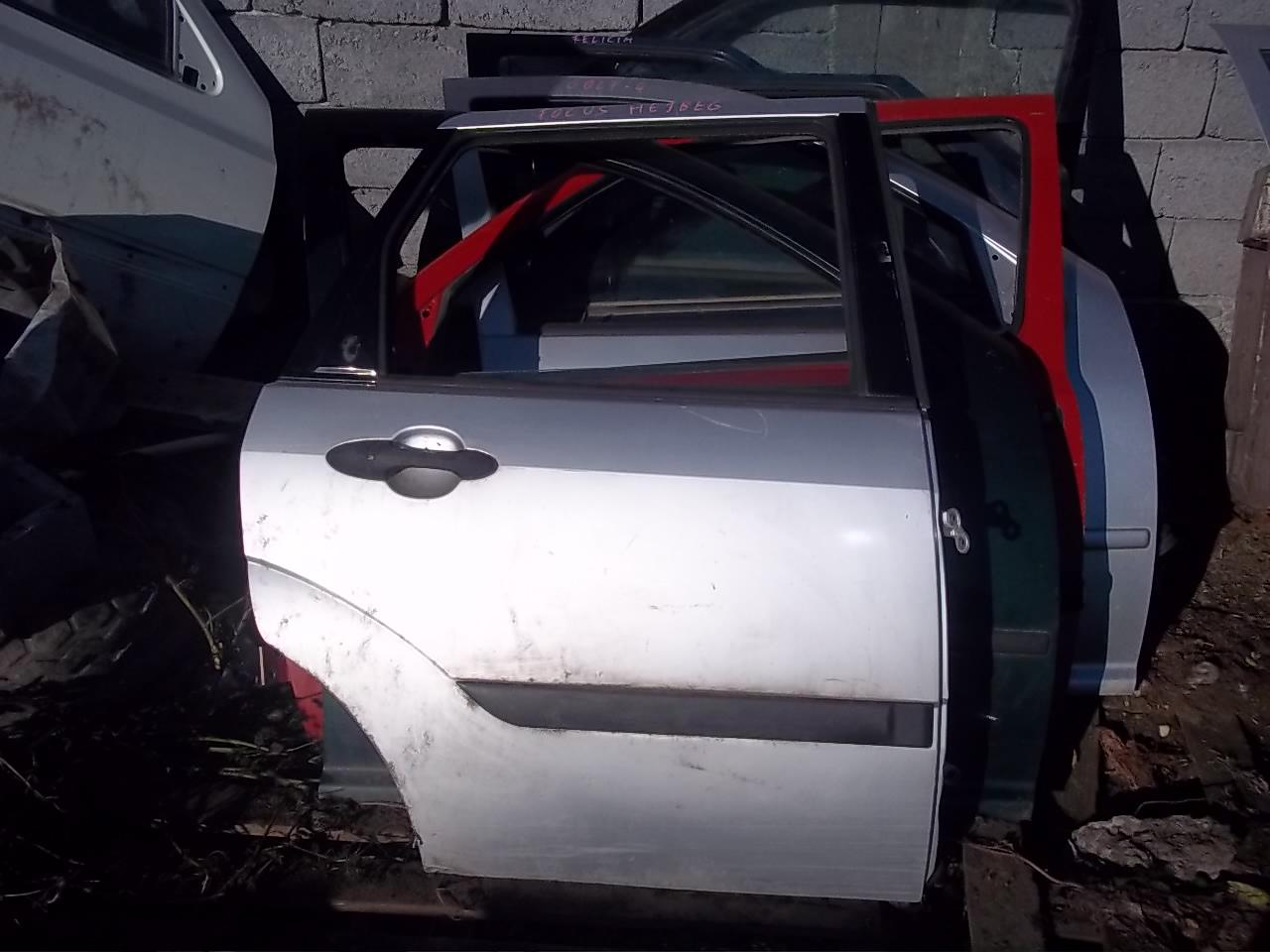 Usa drepata spate Ford Focus hatchback