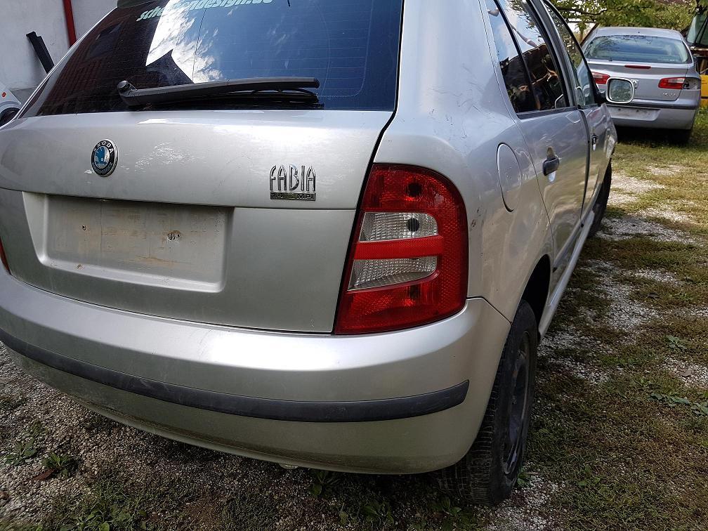 Dezmembrez  Skoda Fabia, 1.4 benzina, 2002, hatchback, calculator motor