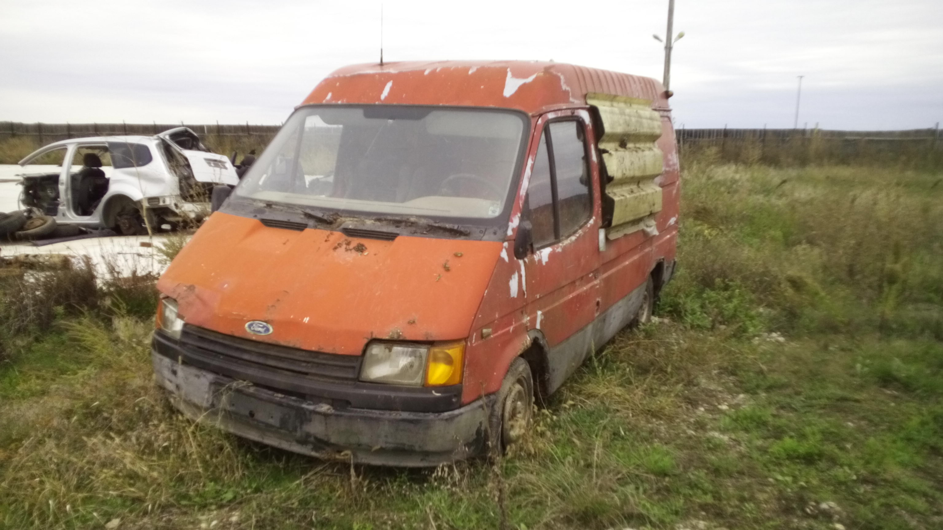 Dezmembrez Ford Transit, an 1988