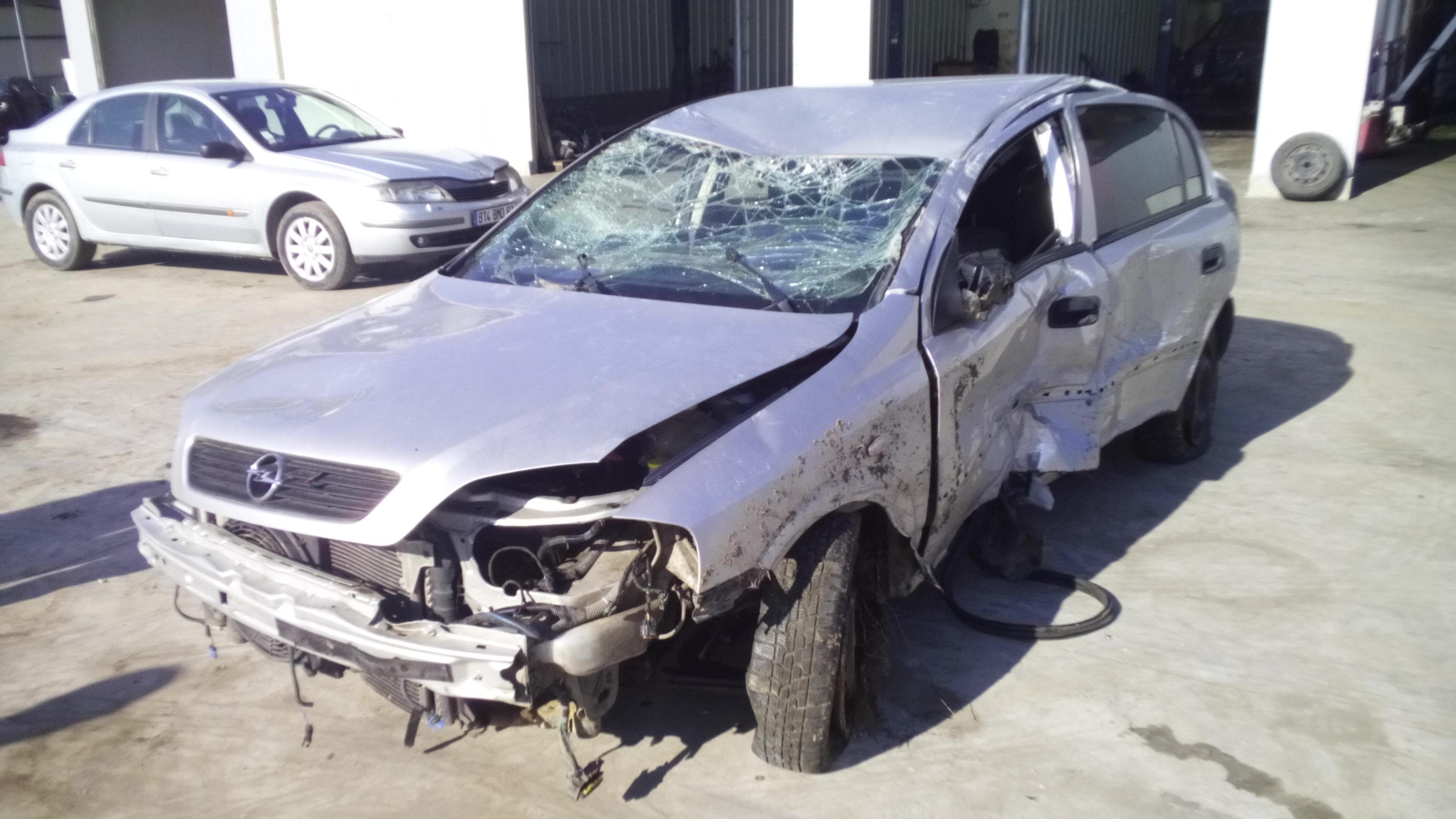 Dezmembrez Opel Astra G, an 2001