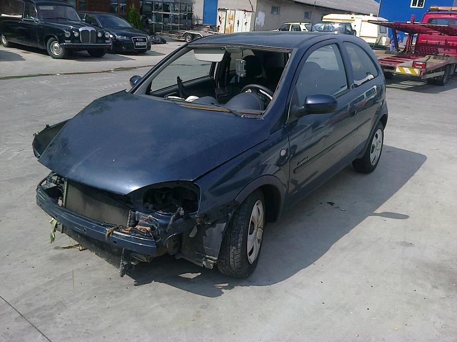 Dezmembrez Opel Corsa C, an 2001