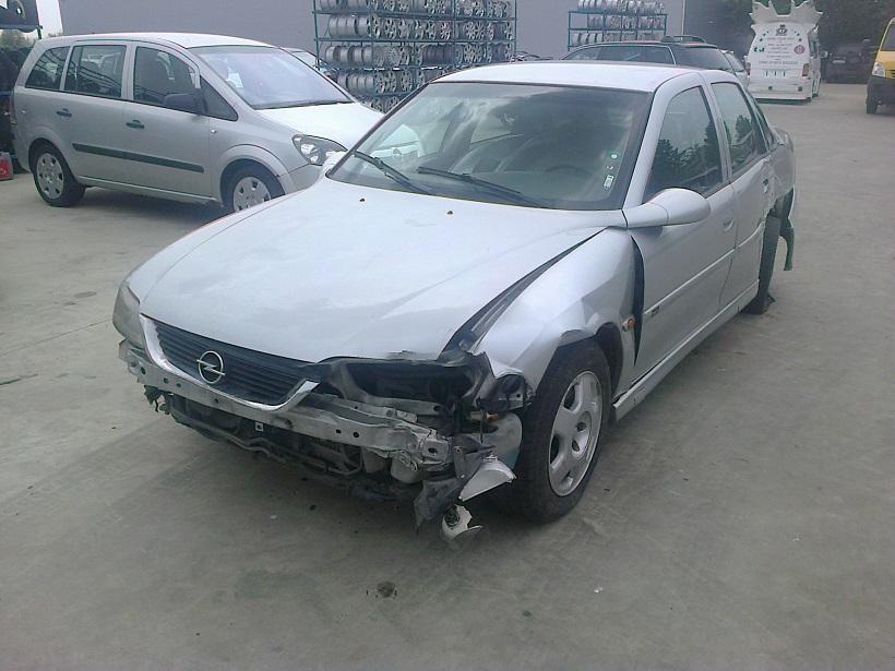 Dezmembrez Opel Vectra B, an 2000