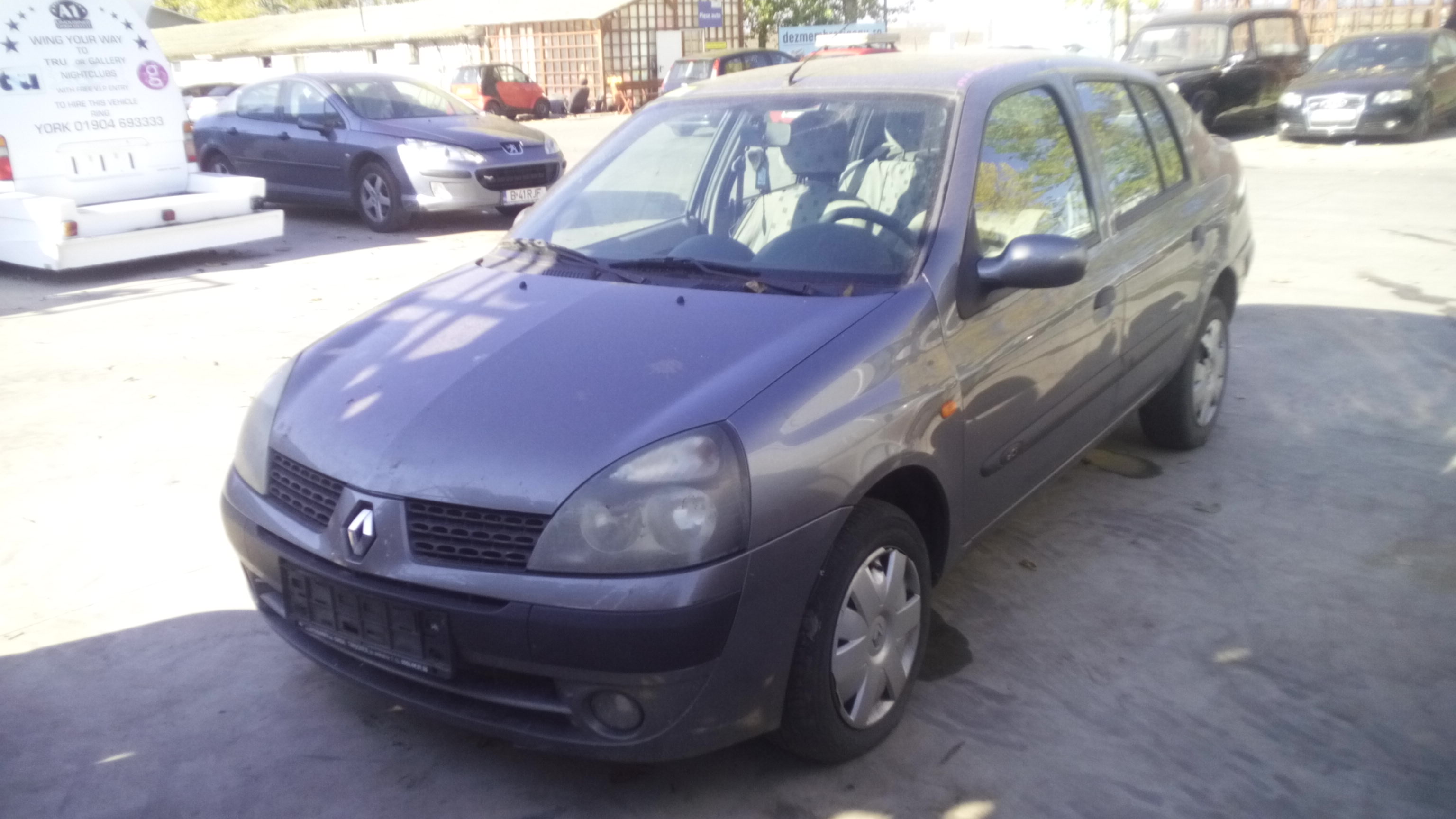 Dezmembrez Renault Clio II, an 2003