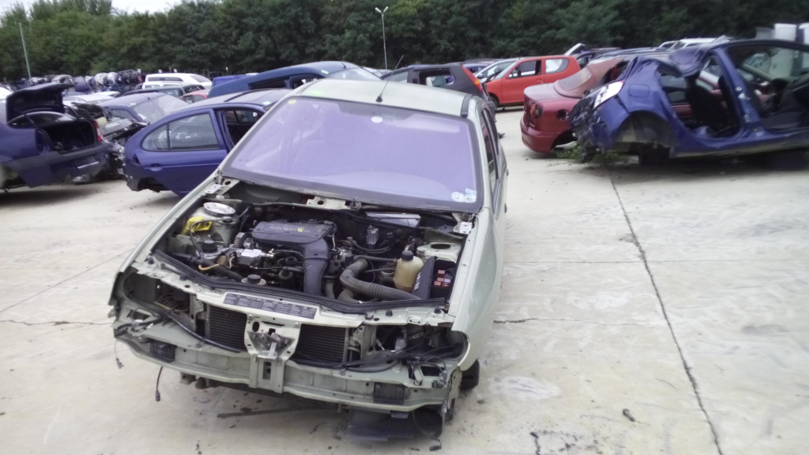 Dezmembrez Renault Megane I, an 2000
