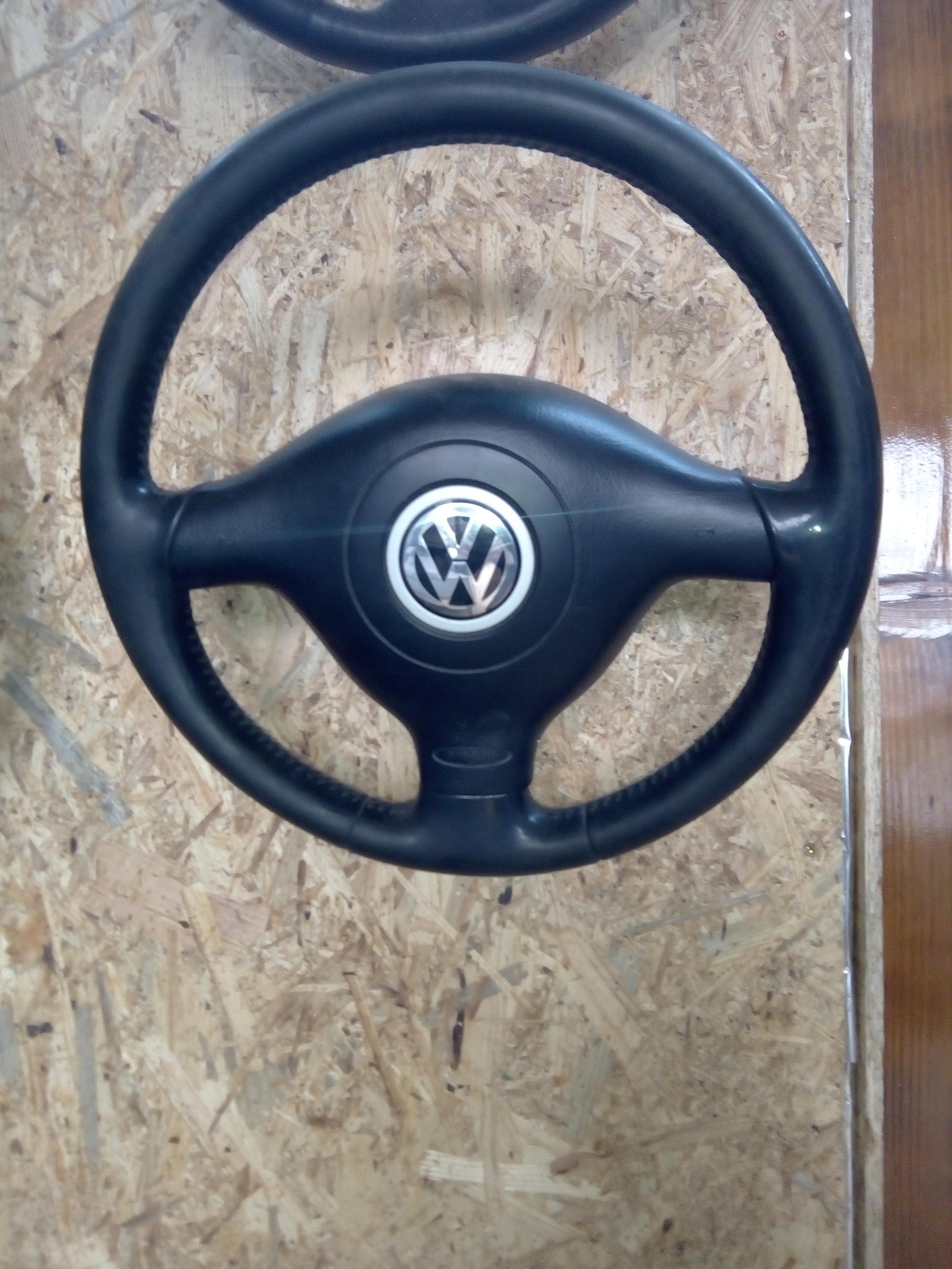 Volan Volkswagen Bora 3 spite.