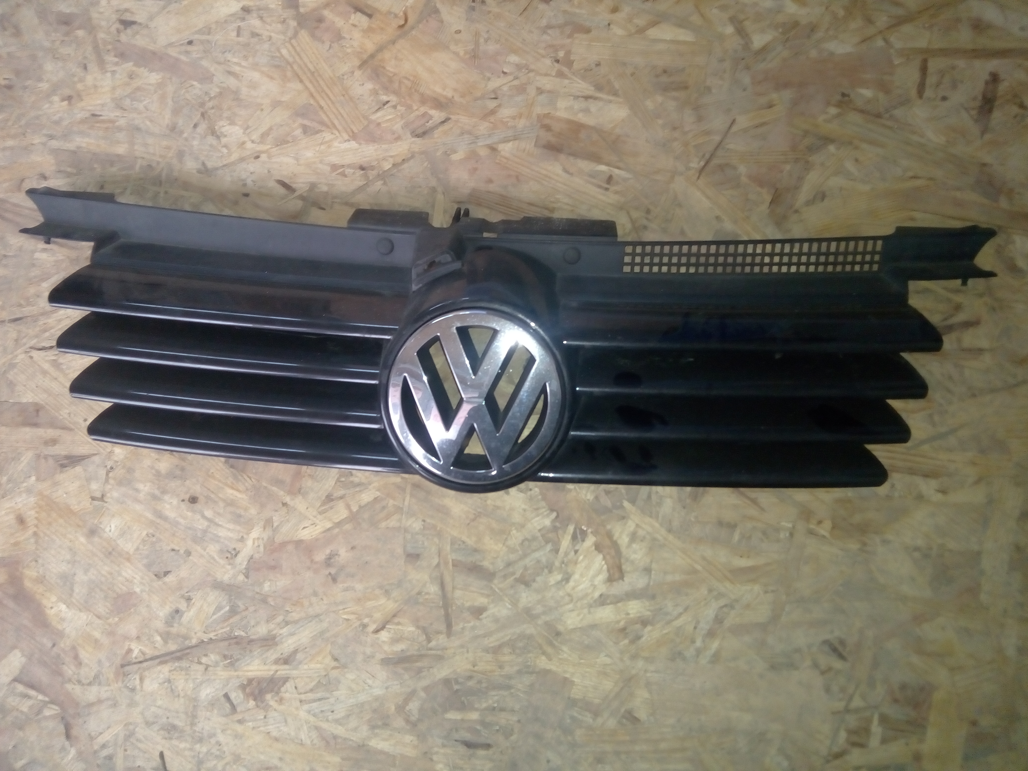Grilaj Volkswagen Bora cu sigla