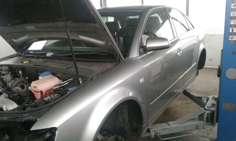 Dezmembrez Audi A4 Quattro, an 2002