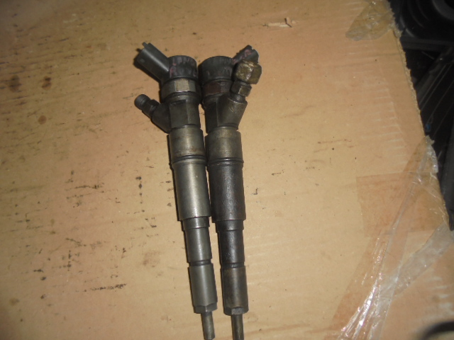 Vand injectoare cod  0445110140 pentru mercedes vito,motorizare 2. 2 cdi putere 65 - 80 kw