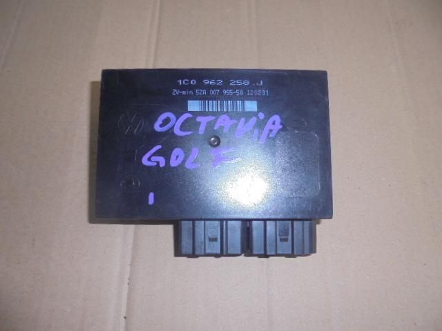 Calculator confort cu 2 mufe pentru diferite modele de Volkswagen golf 5, Skoda octavia 2 cod 1c0962