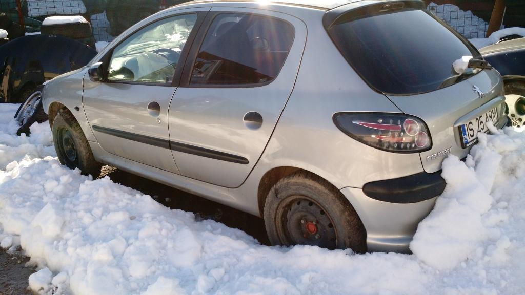 Dezmembrez Peugeot 206 din 2005