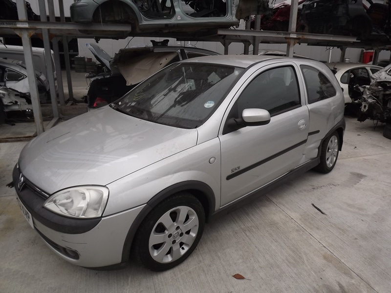 Dezmembrez Opel Corsa 1.0 b 2003