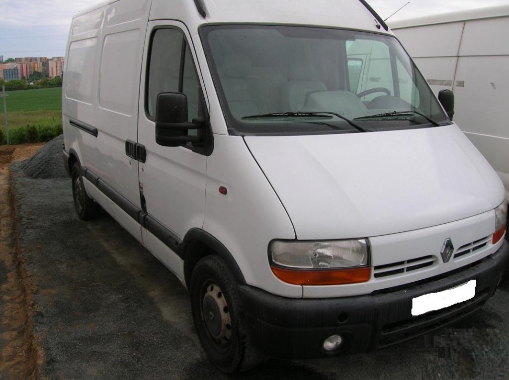 Dezmembrez Renault Master 2.2 DCI 2002