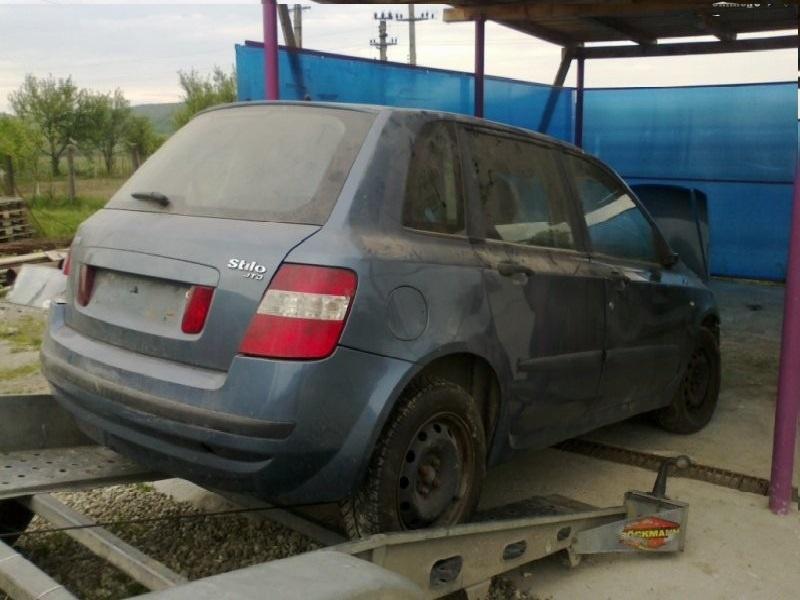 Dezmembrez Fiat Stilo 1.9 JTD 2004