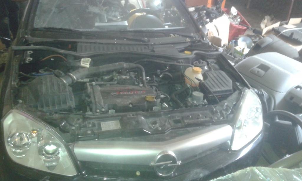 Dezmembrez Opel Tigra 1.4 b 2005