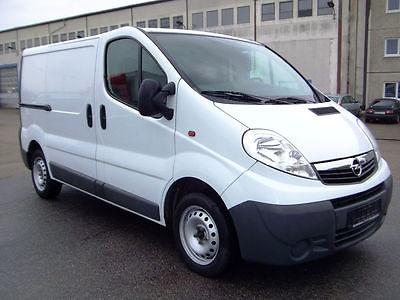 Dezmembrez Opel Vivaro 2.0 CDTI din 2009
