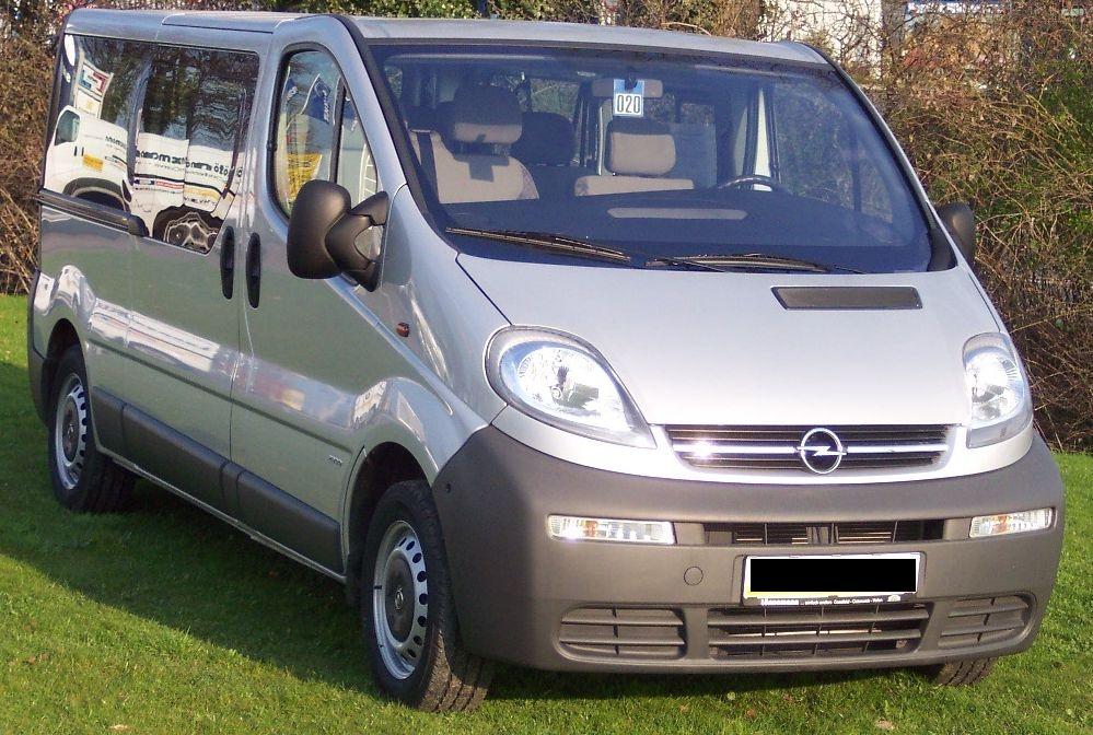 Dezmembrez Opel Vivaro 1.9 CDTI 2005