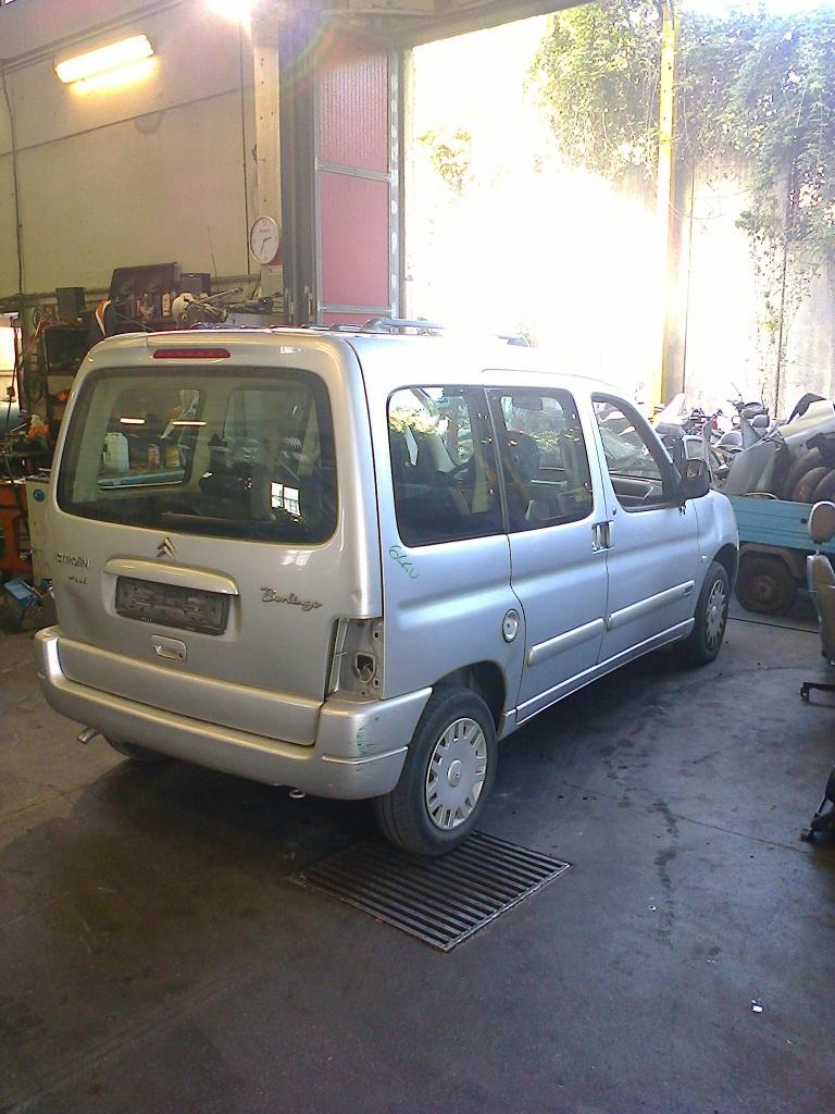 Dezmembrez Citroen Berlingo 1.9 JTD 2005