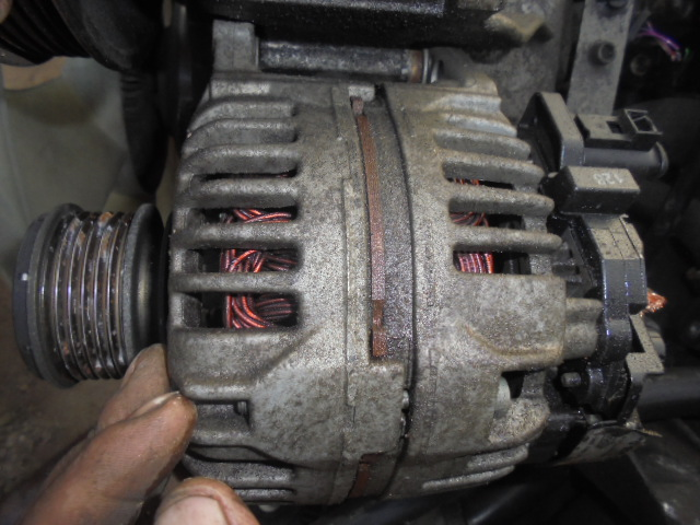 alternator vw crafter 2.5 tdi an de fabricatie 2008  cod 0986045390