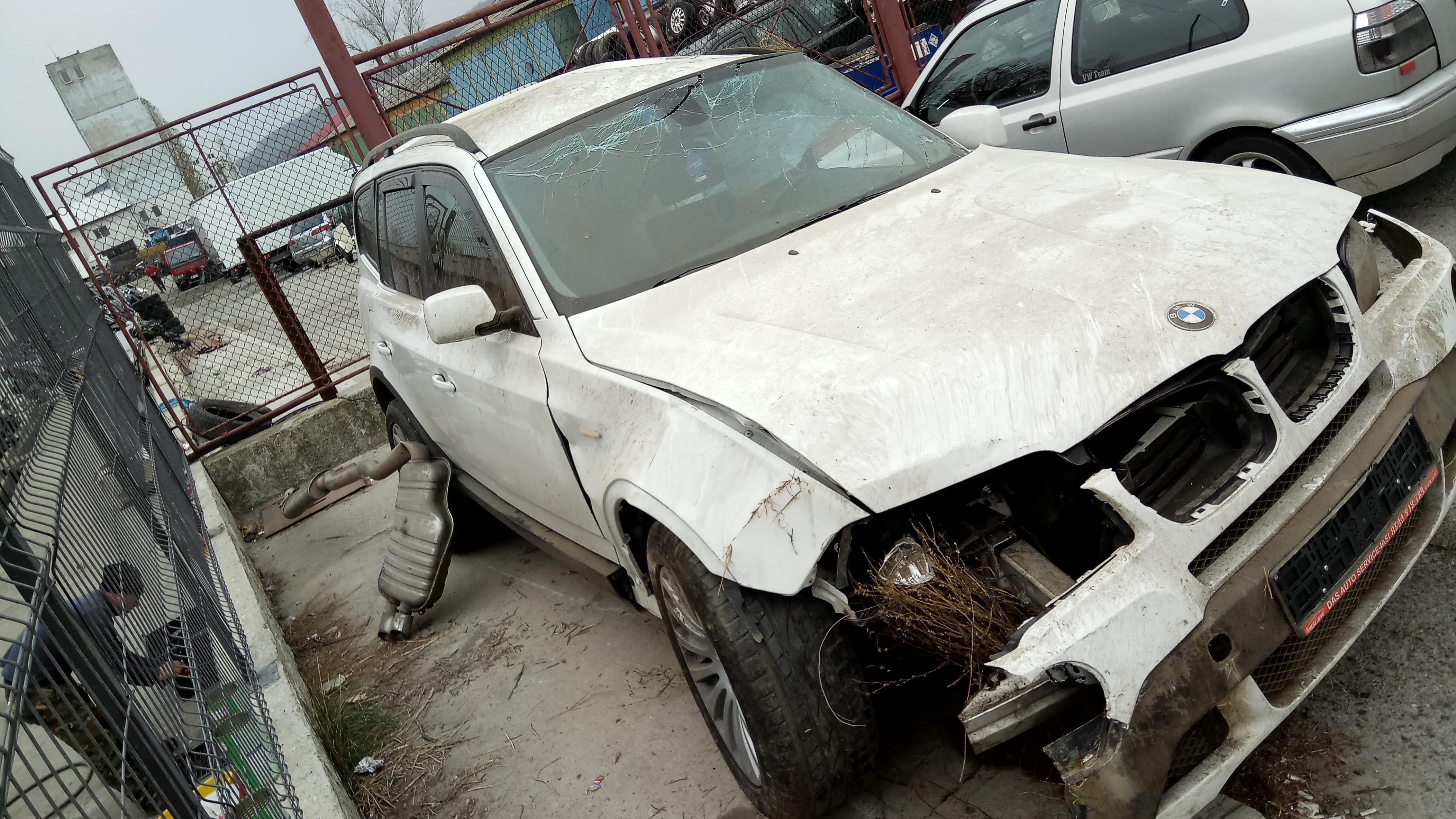 Dezmembrez BMW X3 E83 3.0 D 2010