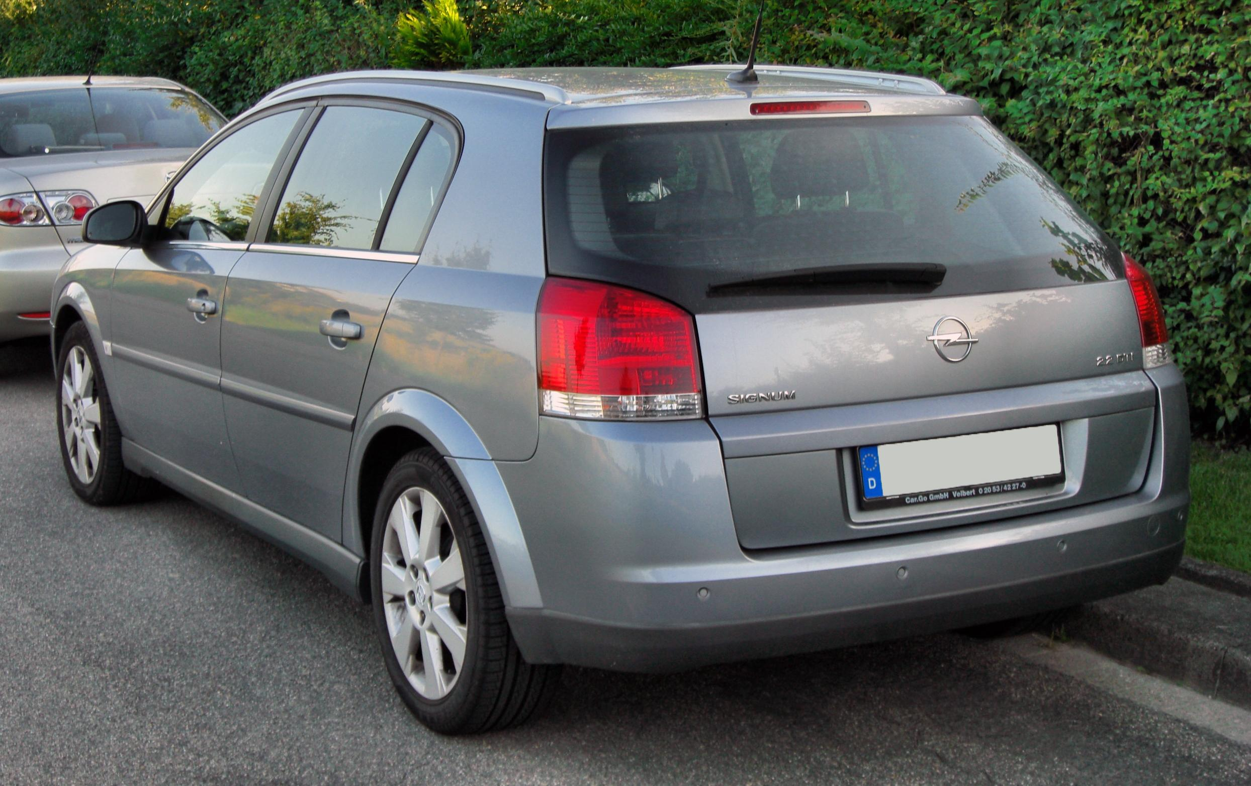 Dezmembrez Opel Signum 2.2 DTI 2002