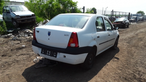 Dezmembrez Dacia Logan, an 2005, motorizare 1.4