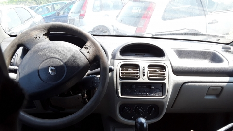 Dezmembrez Renault Clio II, an 2004, motorizare 1.5 DCI