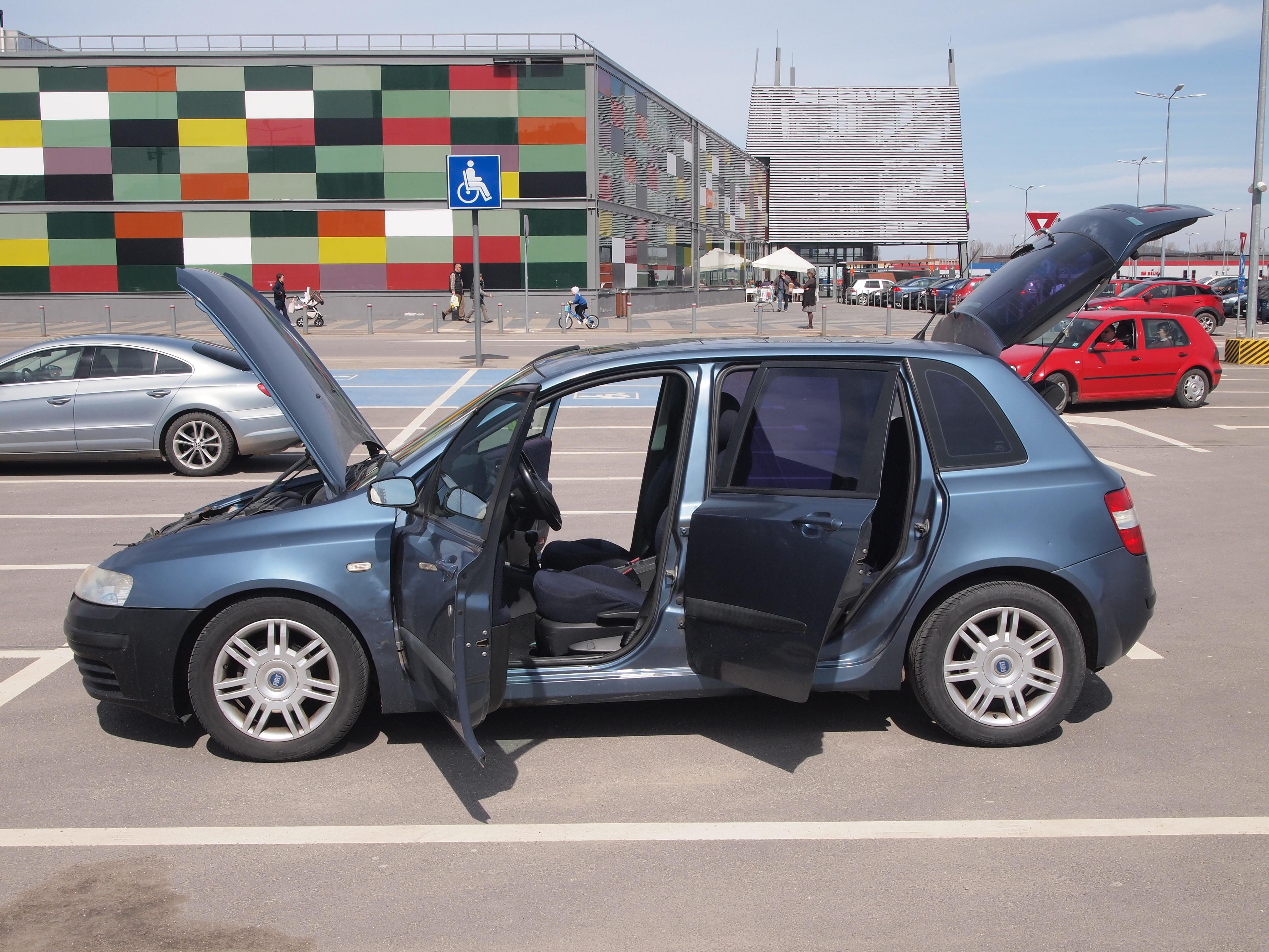 Fiat Stilo 1,6L 16v benzina 100.000km pentru piese/dezmembrare