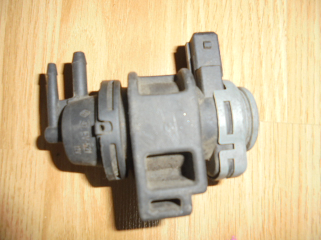 supapa vacuum 8200575400 renault megane 2.1 dci