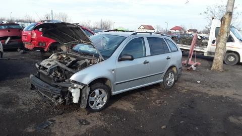 Dezmembrez Skoda Fabia, an 2003, motorizare 1.4 , Benzina, kw 44