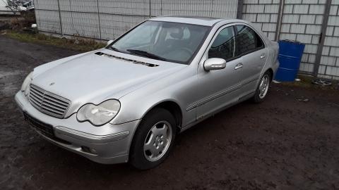 Dezmembrez Mercedes - Benz , an 2001